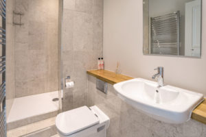 Self Catering Holiday Cottages, Woolacombe, Devon - Ensuite shower room, Memory House